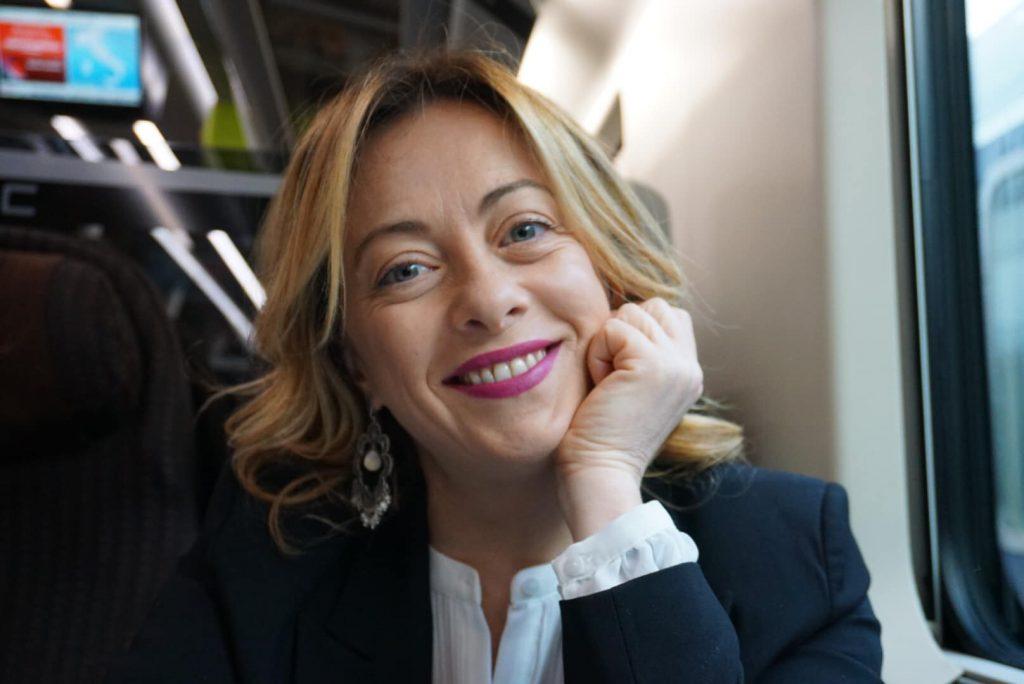 Giorgia Meloni: «ddl Zan porta il gender a scuola». Poi dice che non sa cosa sia il gender.
