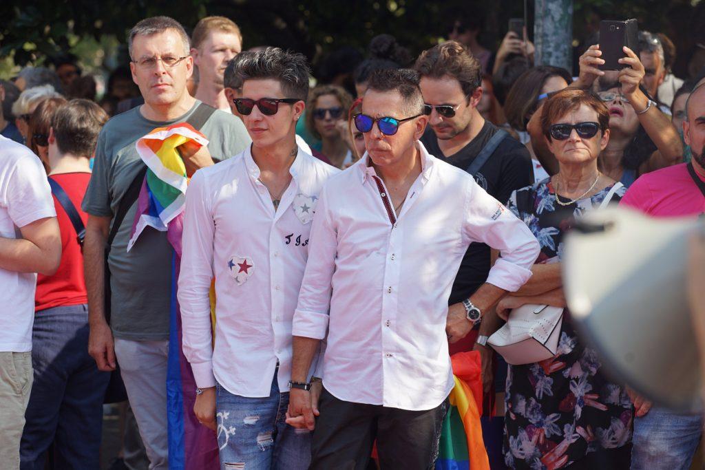 Verona, coppia vittima di omofobia sarà protetta da un impianto di videosorveglianza grazie a una raccolta fondi