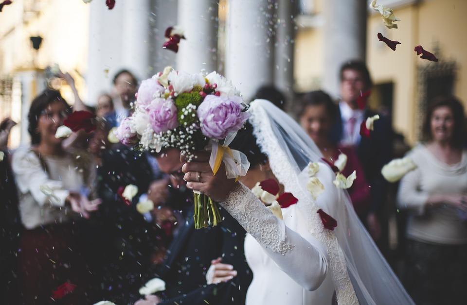 Fino a 5 mila euro dallo Stato per il tuo grosso grasso matrimonio in Chiesa