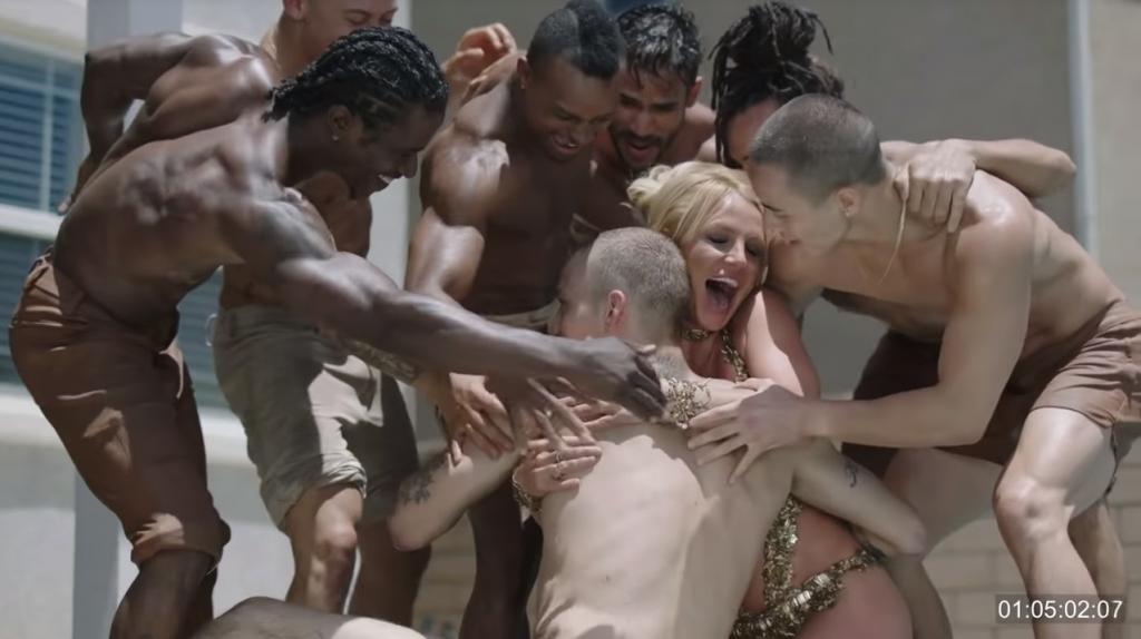 """Britney Spears, leakato il video originale """"troppo hot"""" di Make Me…"""