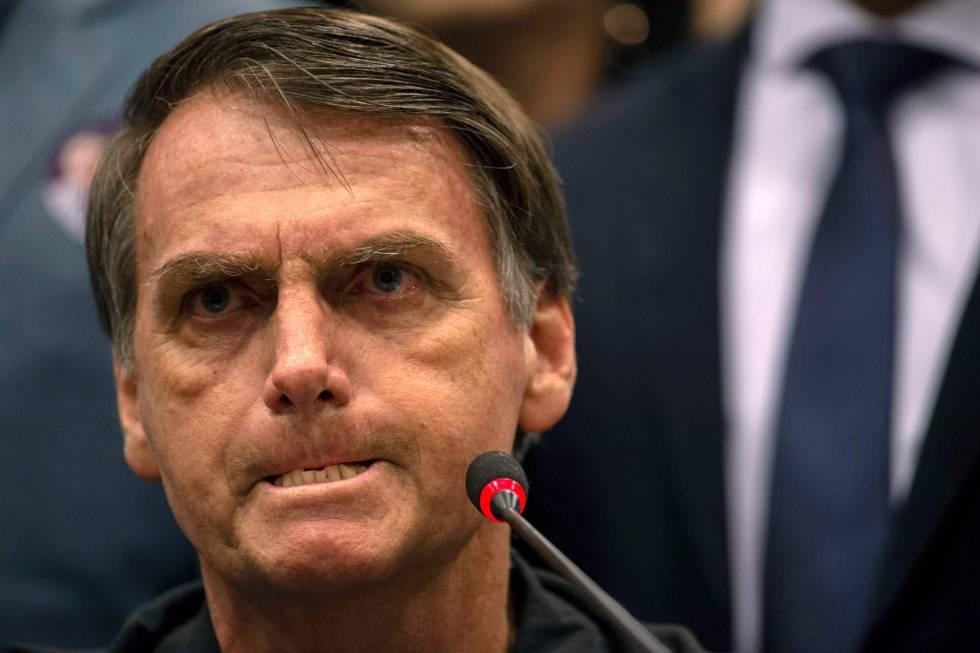 Covid-19, Bolsonaro: «Basta essere Paese di gay, lottare a testa alta»