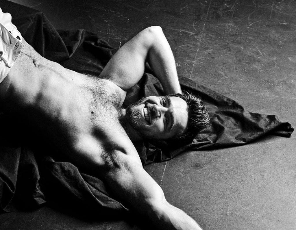 Eurovision, Chingiz infastidito dai commenti dei gay alle sue foto