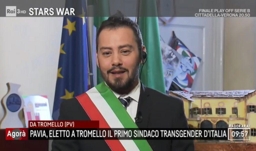 Il sindaco transgender Gianmarco Negri ad Agorà: «La straordinarietà sta nella normalità»