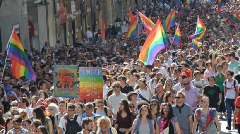 Genova, il Comune diffida il Municipio Ponente per aver concesso il patrocinio al Liguria Pride