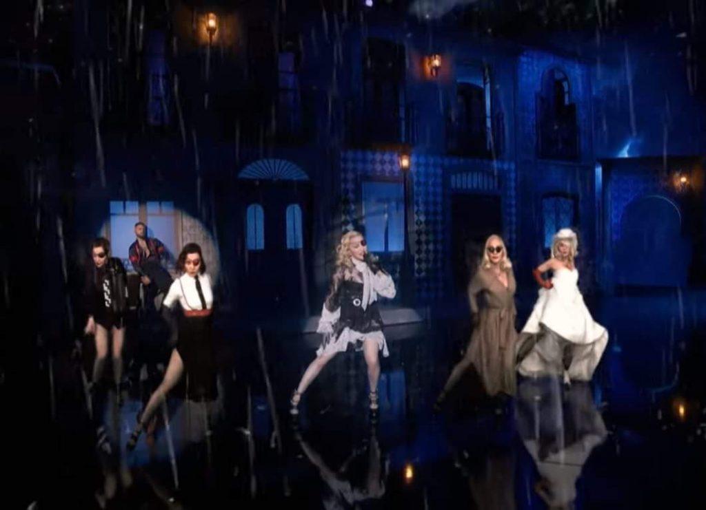 Billboard, Madonna si moltiplica sul palco grazie a 4 ologrammi