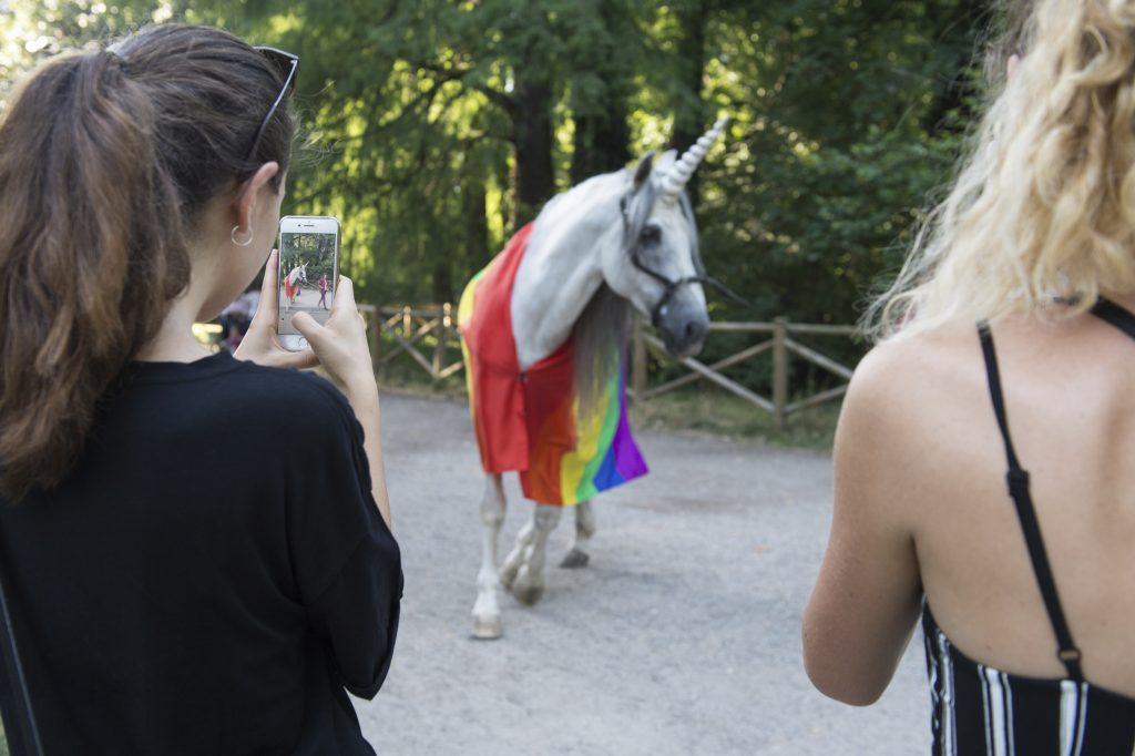Cosa ci faceva un unicorno in giro per Milano? Svelato il mistero