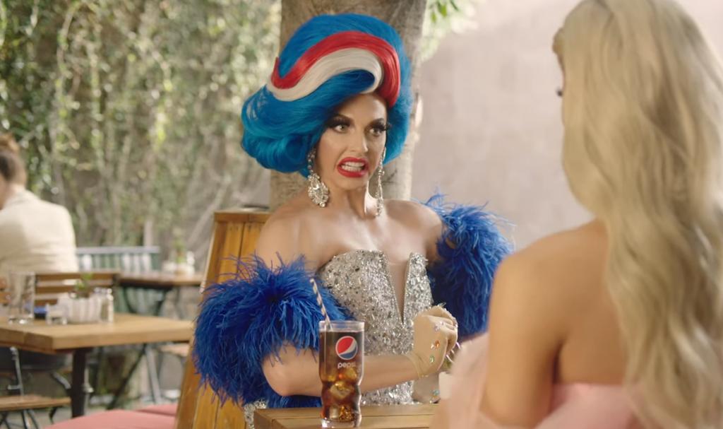 Boicottano Coca Cola per spot LGBT bevendo Pepsi, che ne fa uno a sua volta