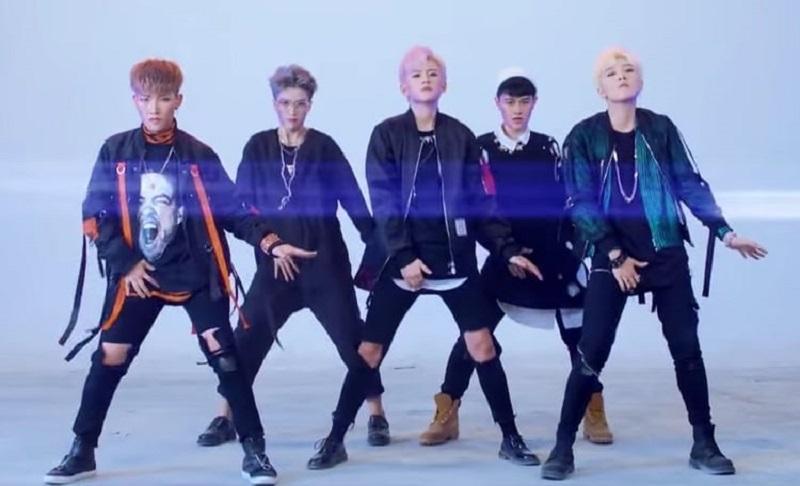 """FanxyRed, la band spopola in Cina: «Né maschi, né femmine, chiamateci """"bella gioventù""""»"""