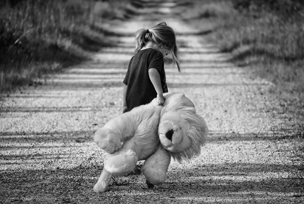 Angeli e Demoni, bambini affidati illecitamente: cosa c'entra il gender?