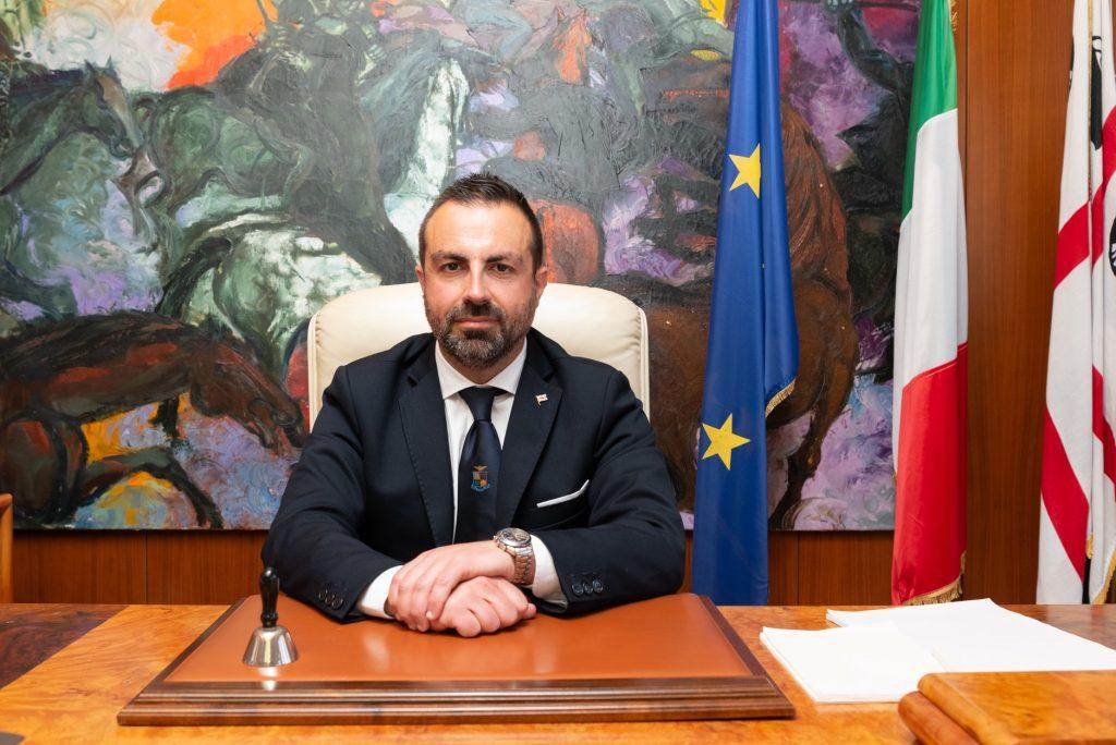 Sardegna Pride, il presidente Pais condivide un fotomontaggio contro l'evento