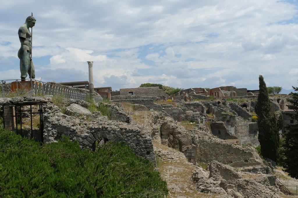 """Le offese (omo)sessuali """"d'altri tempi"""" sui muri dell'antica città di Pompei"""