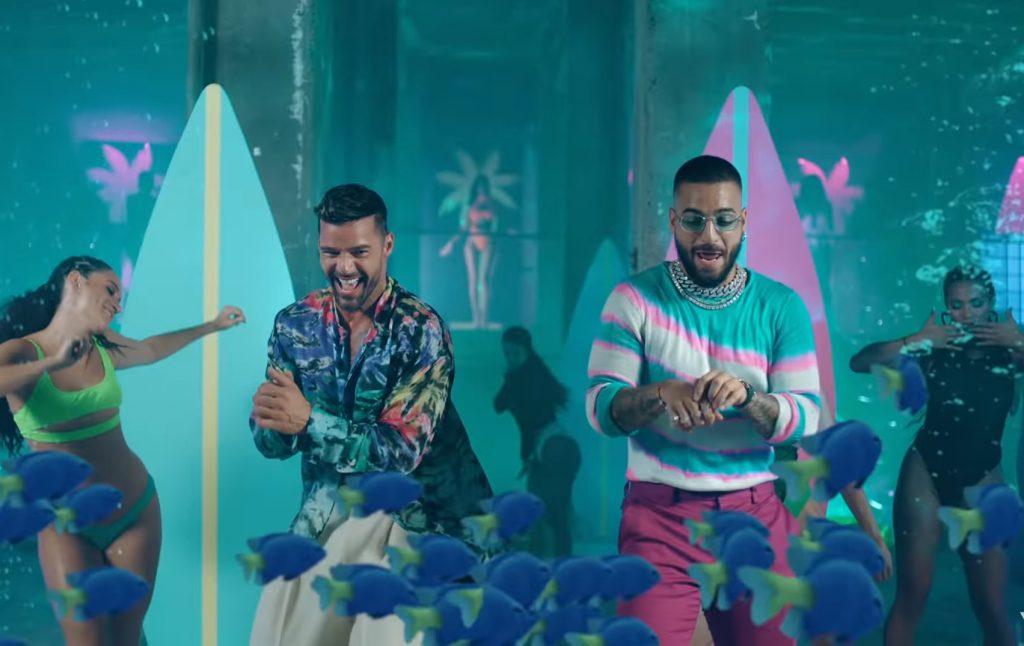 """Maluma e Ricky Martin insieme nel videoclip di """"No Se Me Quita"""""""