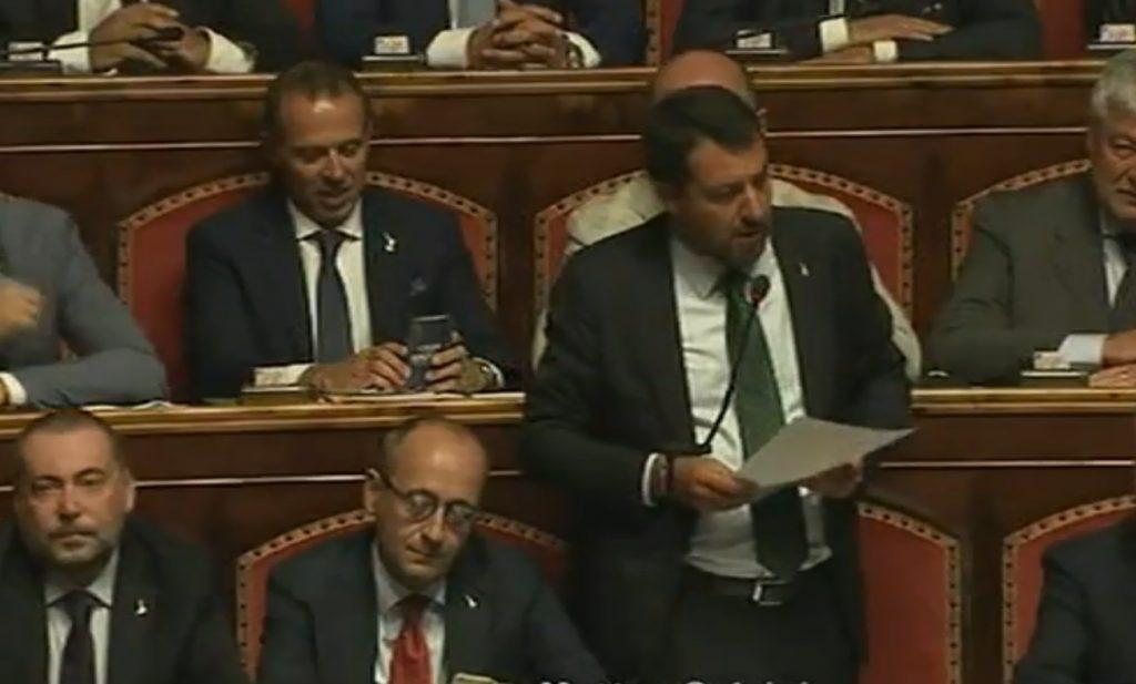 Salvini attacca le famiglie LGBT nel discorso sulla crisi di Governo