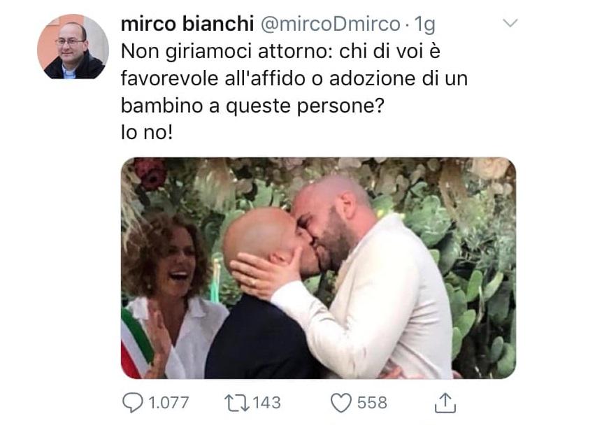 Don Mirco Bianchi torna ad attaccare le famiglie arcobaleno