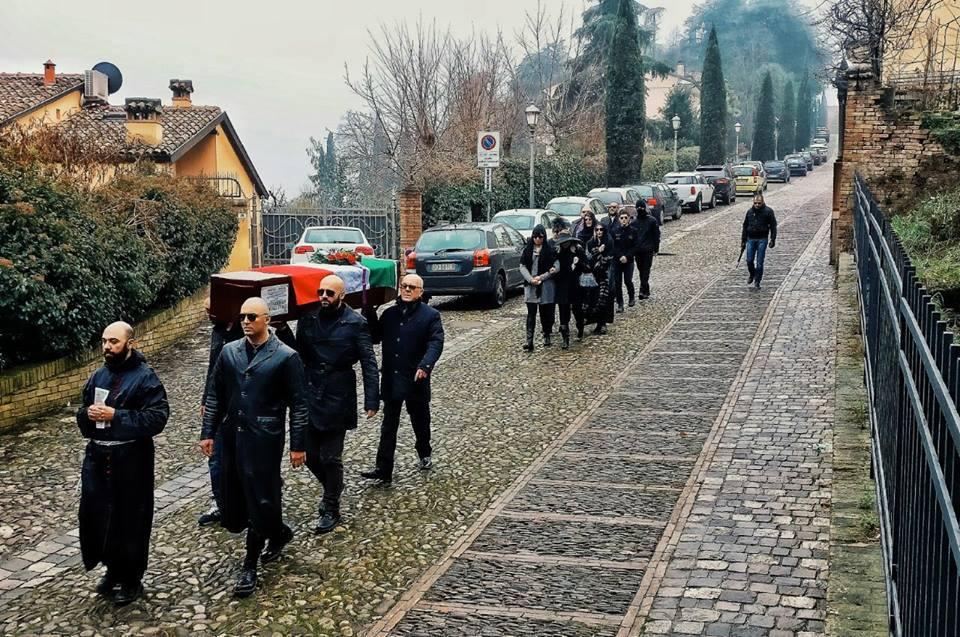 Militanti di Forza Nuova fecero un funerale contro un'unione civile, ora aiutano il Pride