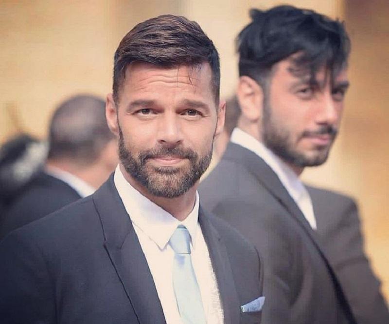 Ricky Martin: «Devo dirvi che io e Jwan siamo incinti, stiamo aspettando…»