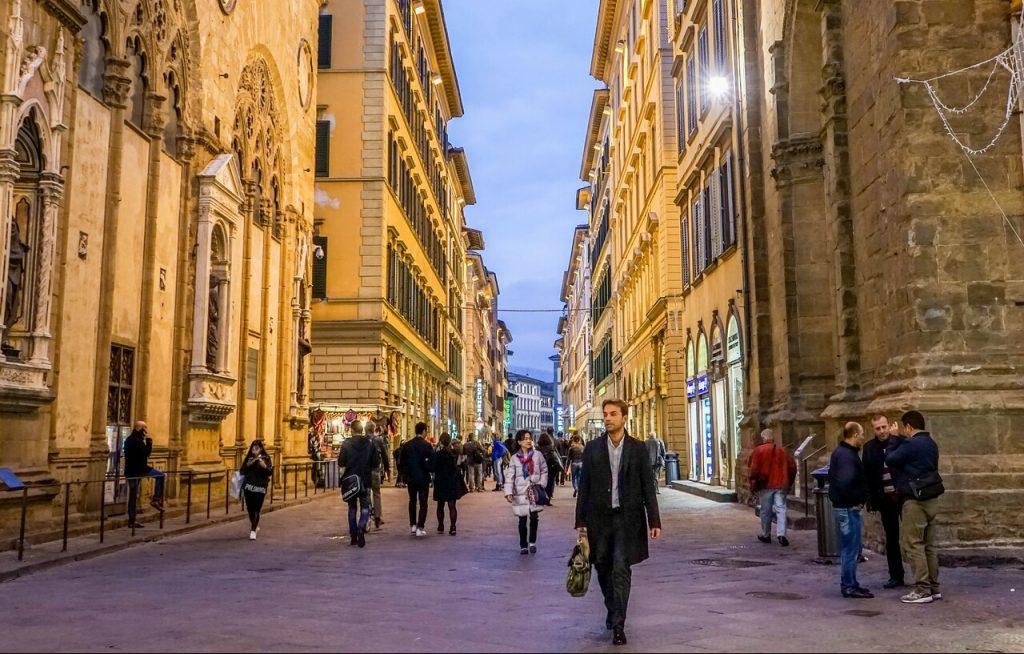 Omofobia a Firenze, studente pestato in pieno centro