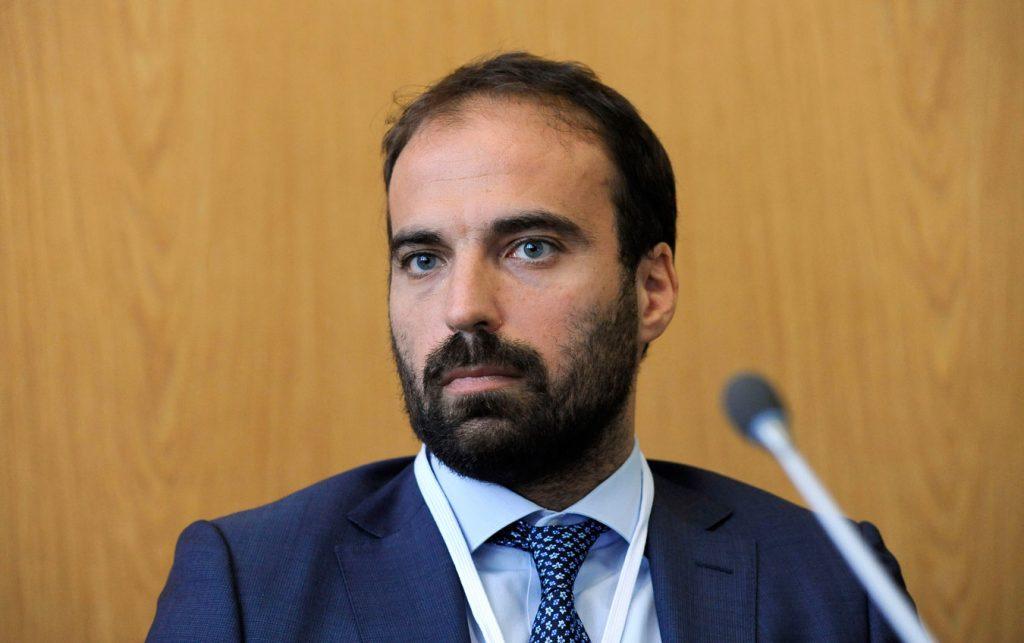 Italia Viva propone di vietare l'anonimato sui social: cosa accadrebbe alle app di incontri gay?