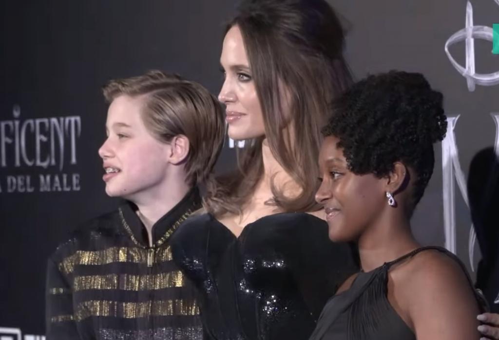 Roma, Angelina Jolie sul red carpet con Shiloh in abiti maschili: ora è John