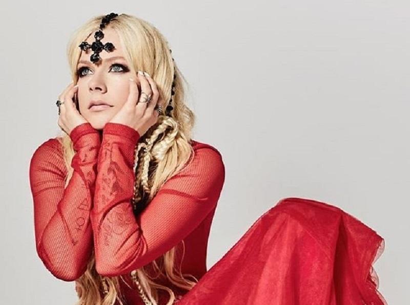 Avril Lavigne torna sul palco dopo la malattia: a Milano la prima data del tour europeo