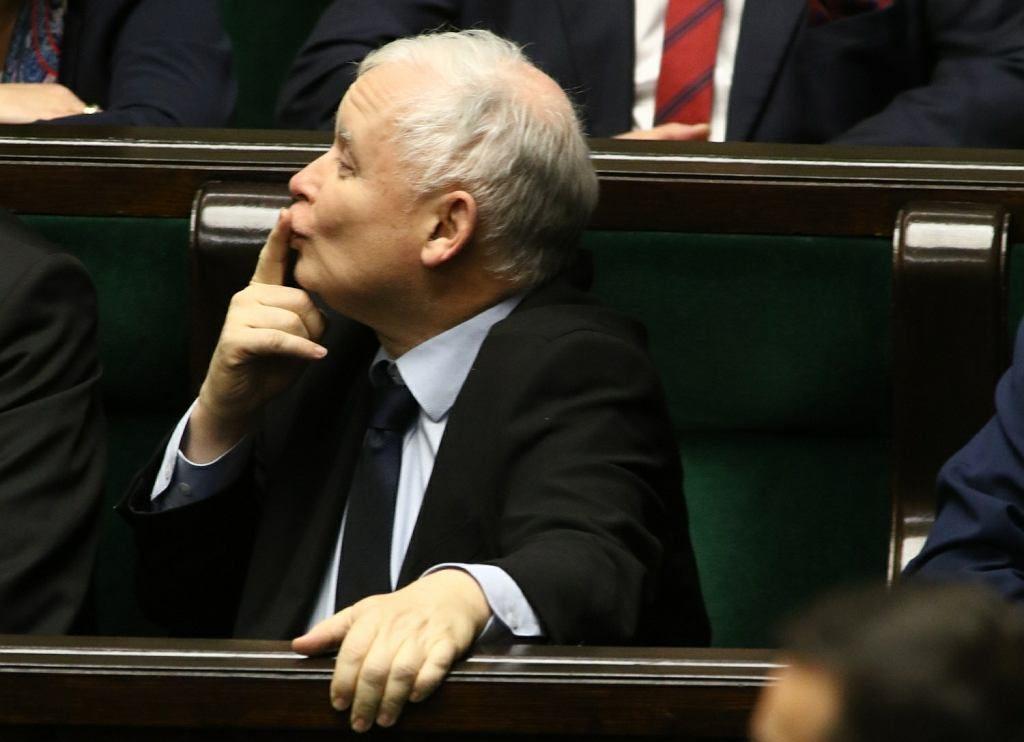 Polonia, i sovranisti omofobi vincono le elezioni con la maggioranza assoluta dei seggi