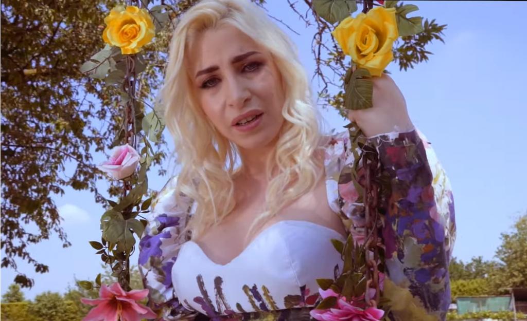 """Romina Falconi lancia il singolo """"Buona vita arrivederci"""": guarda il video"""