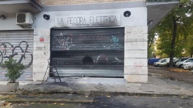 Roma, la libreria antifascista Pecora Elettrica è stata incendiata per la seconda volta