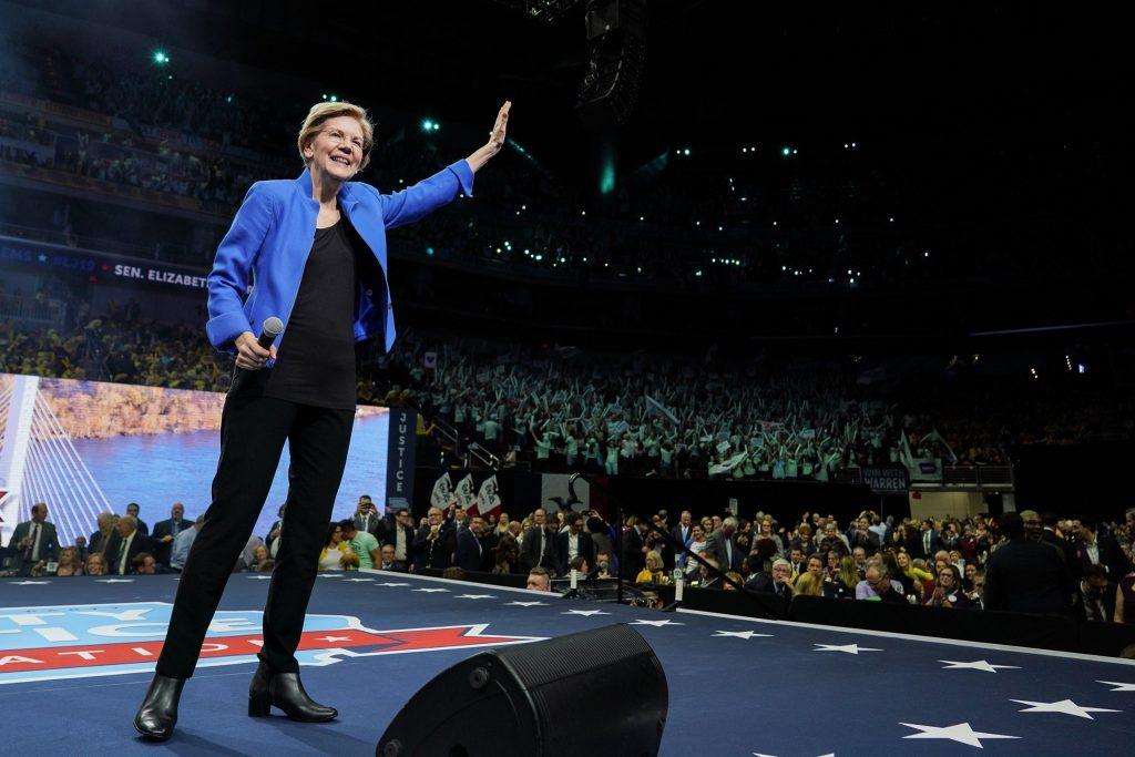 Elizabeth Warren promette di abolire il divieto ai militari transgender al primo giorno di mandato