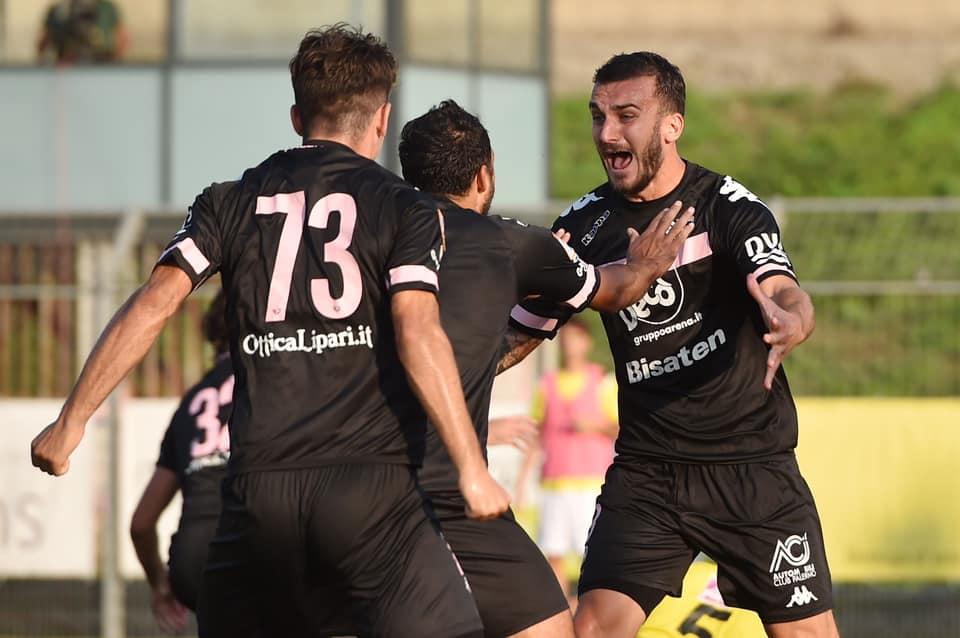 Calcio, il Palermo combatte razzismo e omofobia in uno spot