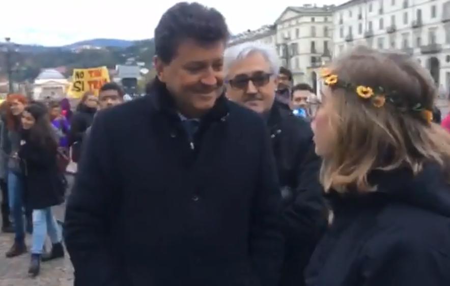 Torino, cori contro l'assessore Roberto Rosso (FdI) alla Trans Freedom March