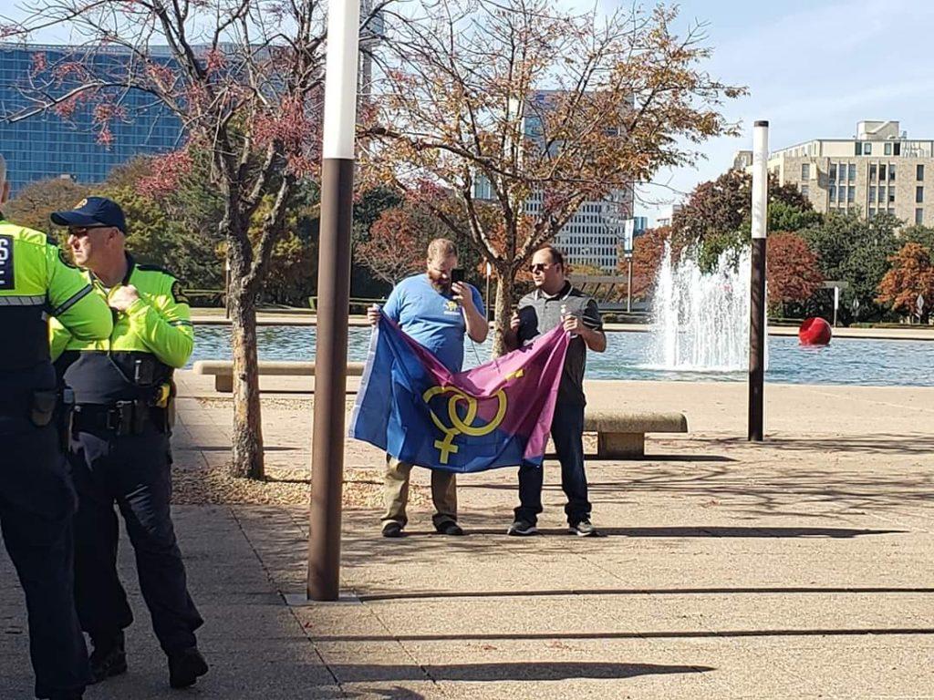 Straight Pride di Dallas, alla parata anti LGBT si presentano in due