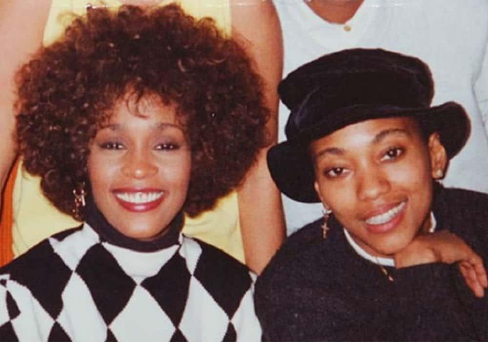 L'assistente di Whitney Houston racconta la loro relazione segreta in un libro