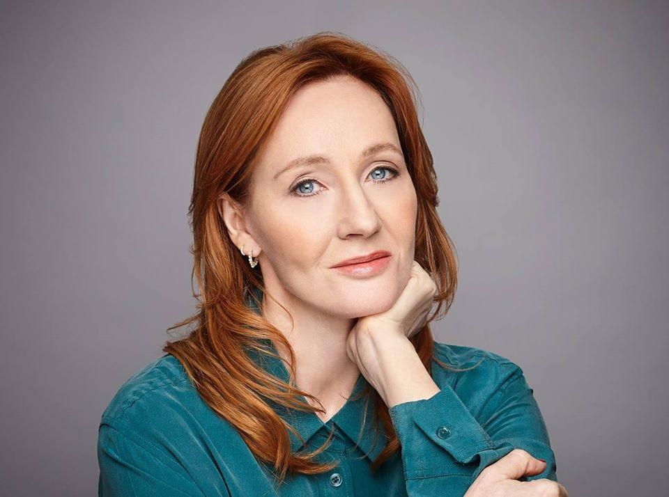 Un altro like transfobico di J.K. Rowling