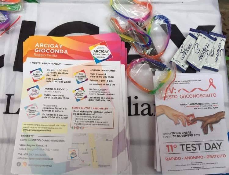 Reggio Emilia, insulti al banchetto sull'HIV: «Trans di me**a»