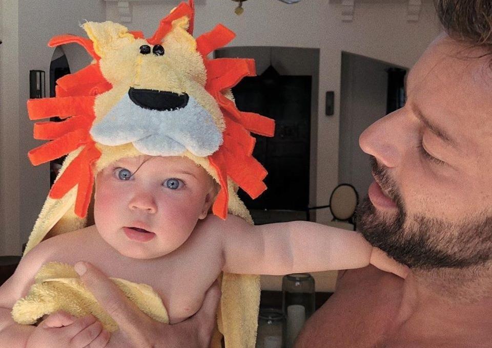 Ricky Martin presenta la figlia Lucia sui social: «la custode dei miei sogni»