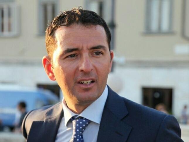 Il sindaco di Cascina offende la polizia municipale: «una massa di finocchi»
