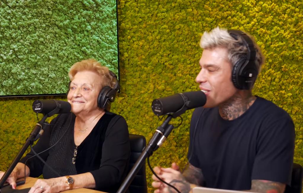 Fedez intervista la nonna che si dice contro le adozioni gay e pro Mussolini