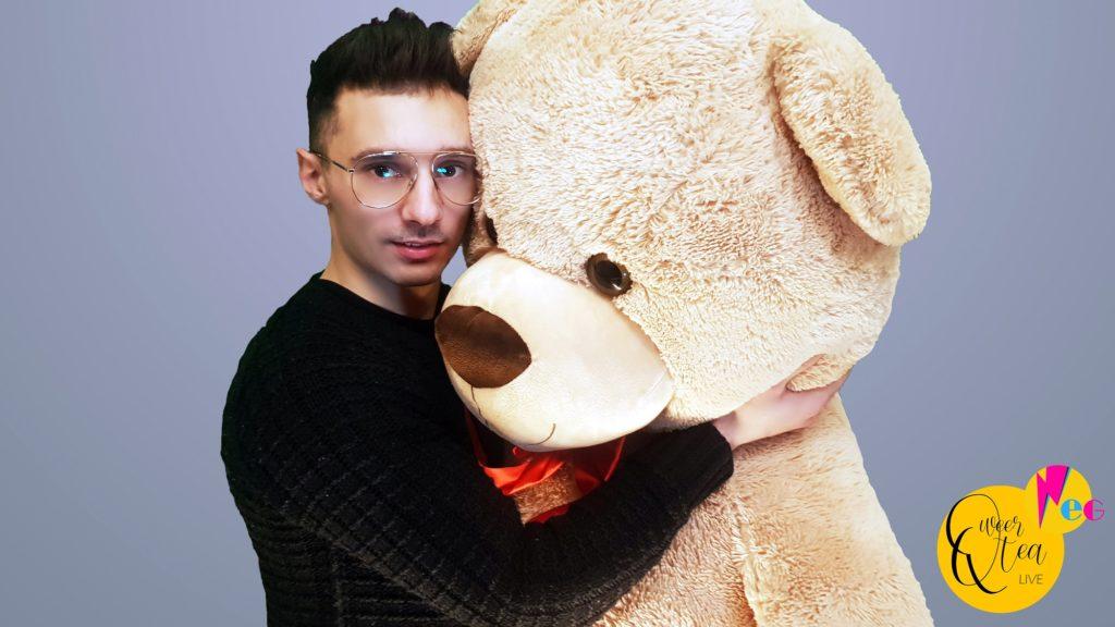 Leonardo Ricci: «Ho chiesto ai miei se potessi fare l'attore porno gay» ~ QweerTea Live