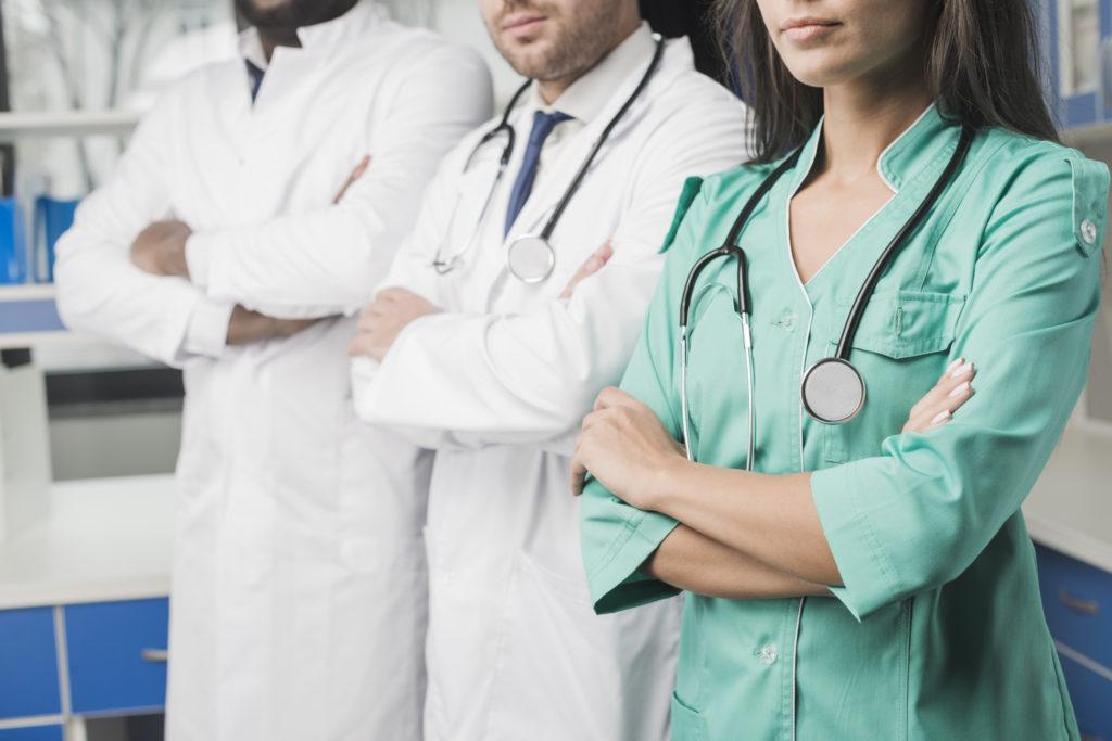 Regno Unito, medici e personale sanitario potranno rifiutare pazienti omofobi