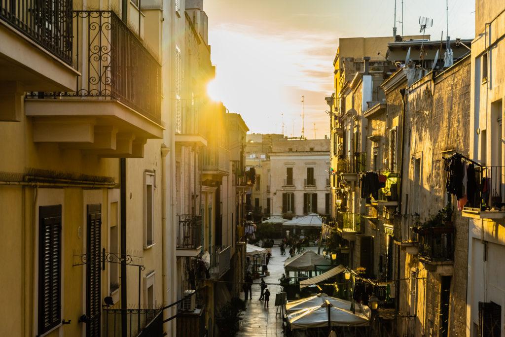 Omofobia a Bari, attivista LGBT+ insultato e inseguito in pieno centro