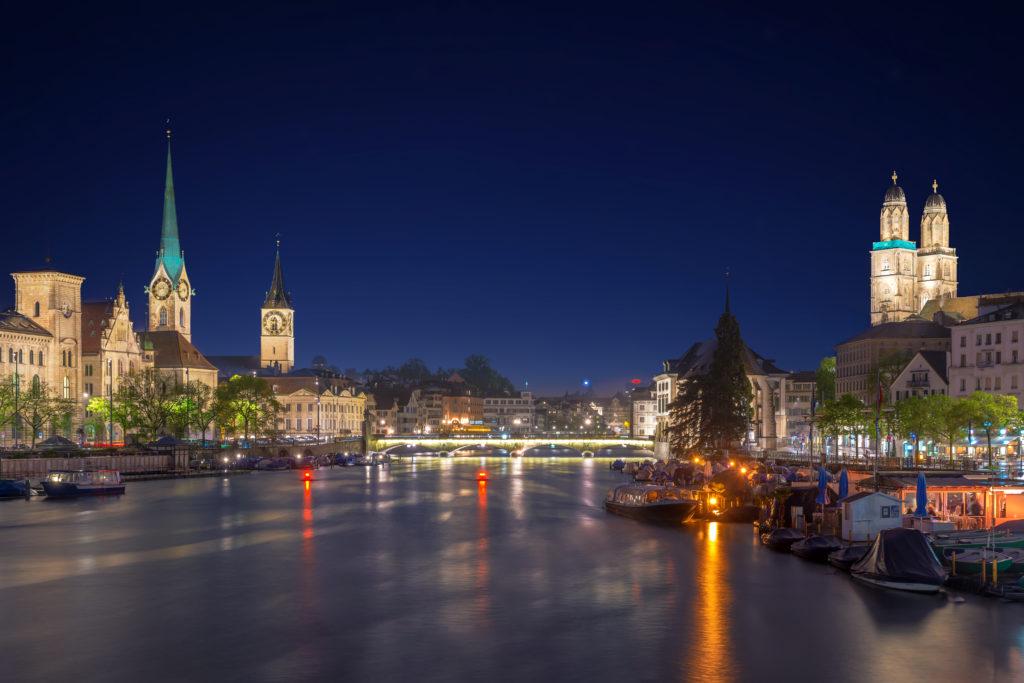 Zurigo, ennesima aggressione omofoba: tre persone ferite con un coltello