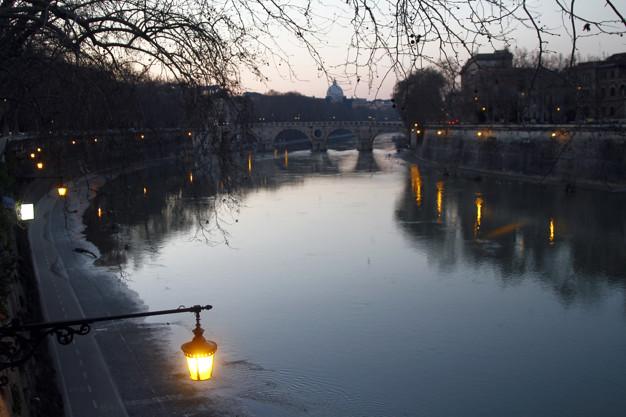 Roma, trovato il cadavere di una donna trans occultato sotto un materasso