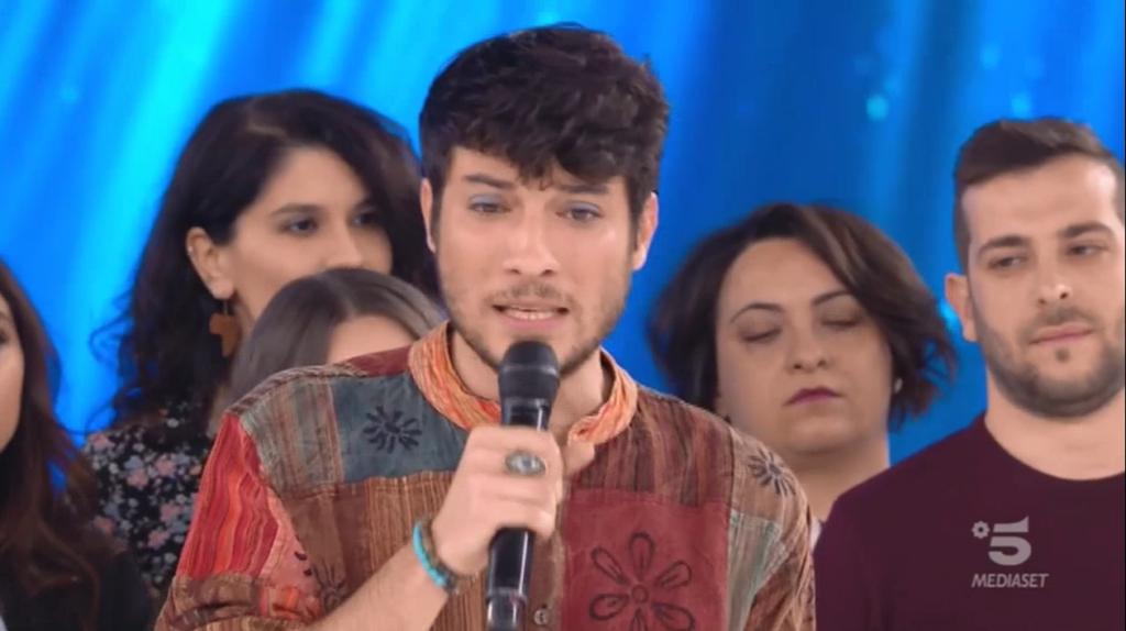 La Sardina Lorenzo Donnoli parla di omofobia ad Amici: «Non possiamo rimanere immobili!»
