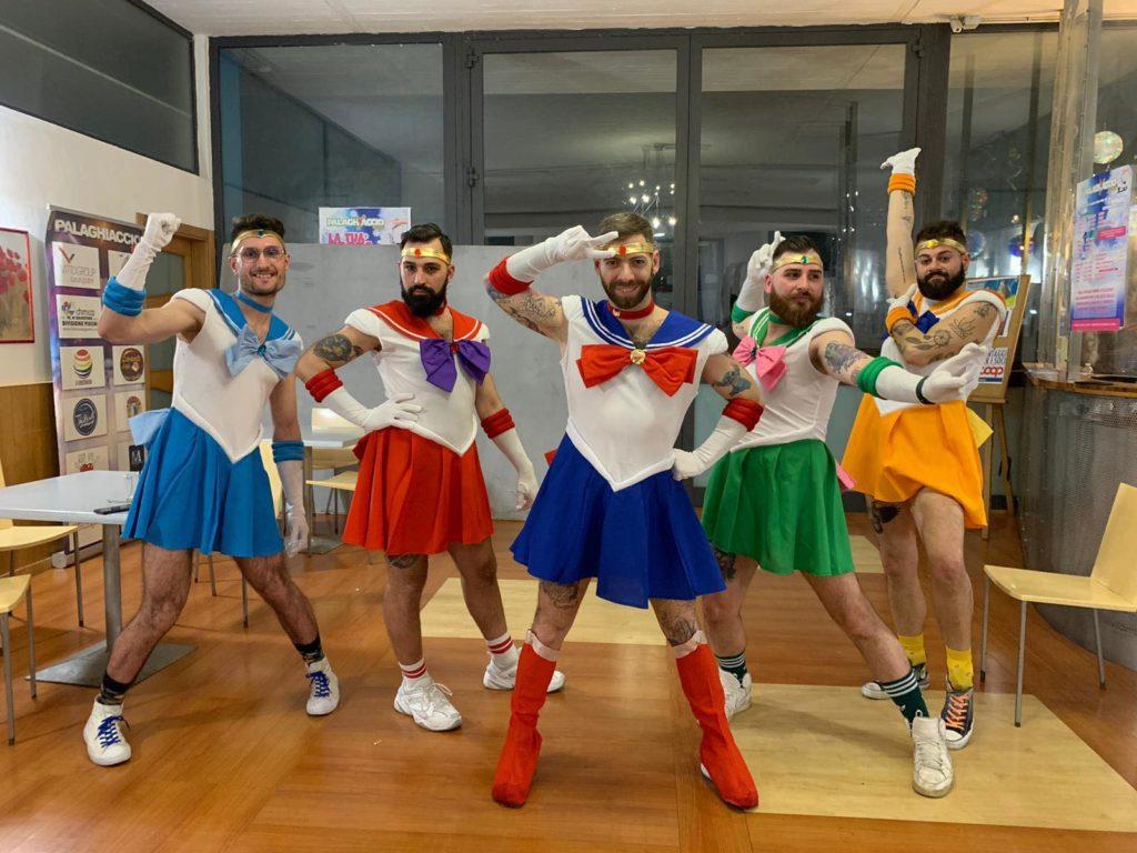 Il gruppo mascherato più queer? Sono le guerriere sailor barbute pugliesi