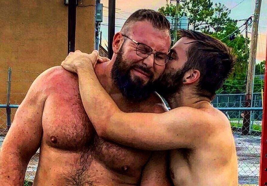 Il campione di wrestling Mike Parrow ha sposato il fidanzato Morgan