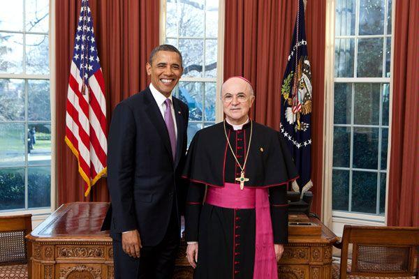 Arcivescovo Viganò: «Vi è uno stretto legame tra omosessualità e pedofilia»