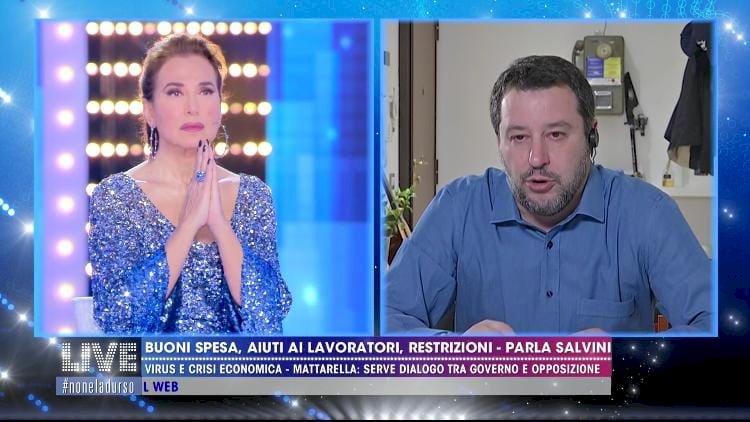 Barbara d'Urso prega con Salvini, ma lo share non perdona