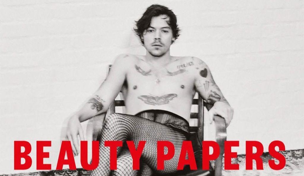 Harry Styles in calze a rete e mocassini sulla copertina di Beauty Papers