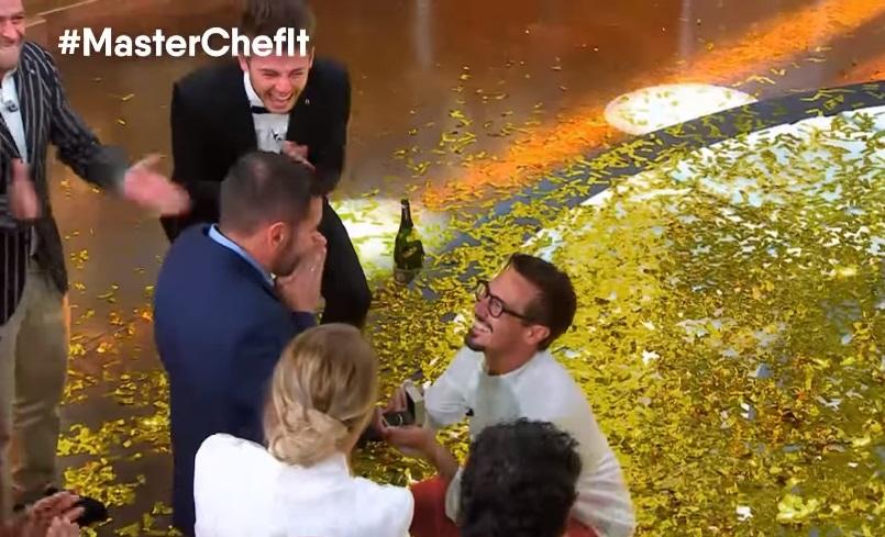 Masterchef, Antonio Lorenzon vince e fa la proposta di matrimonio al compagno