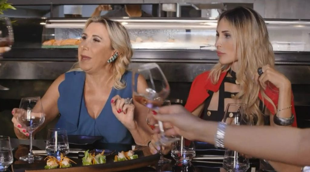 Transfobia a The Real Housewives di Napoli: «Odio i trans come te»